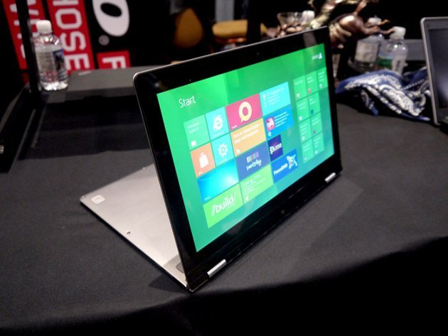 CES 2012 folding PC YOGA