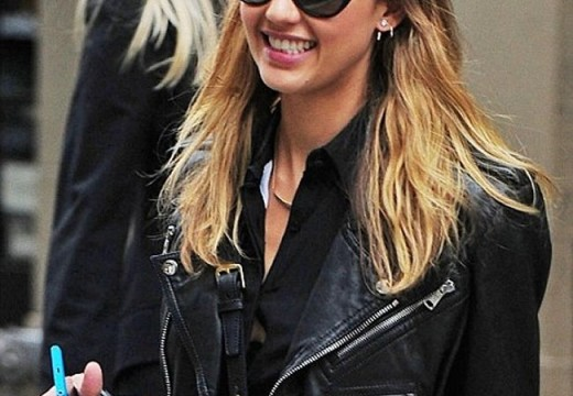 Jessica Alba spotted with Nokia Lumia 920 before its November 4 launch