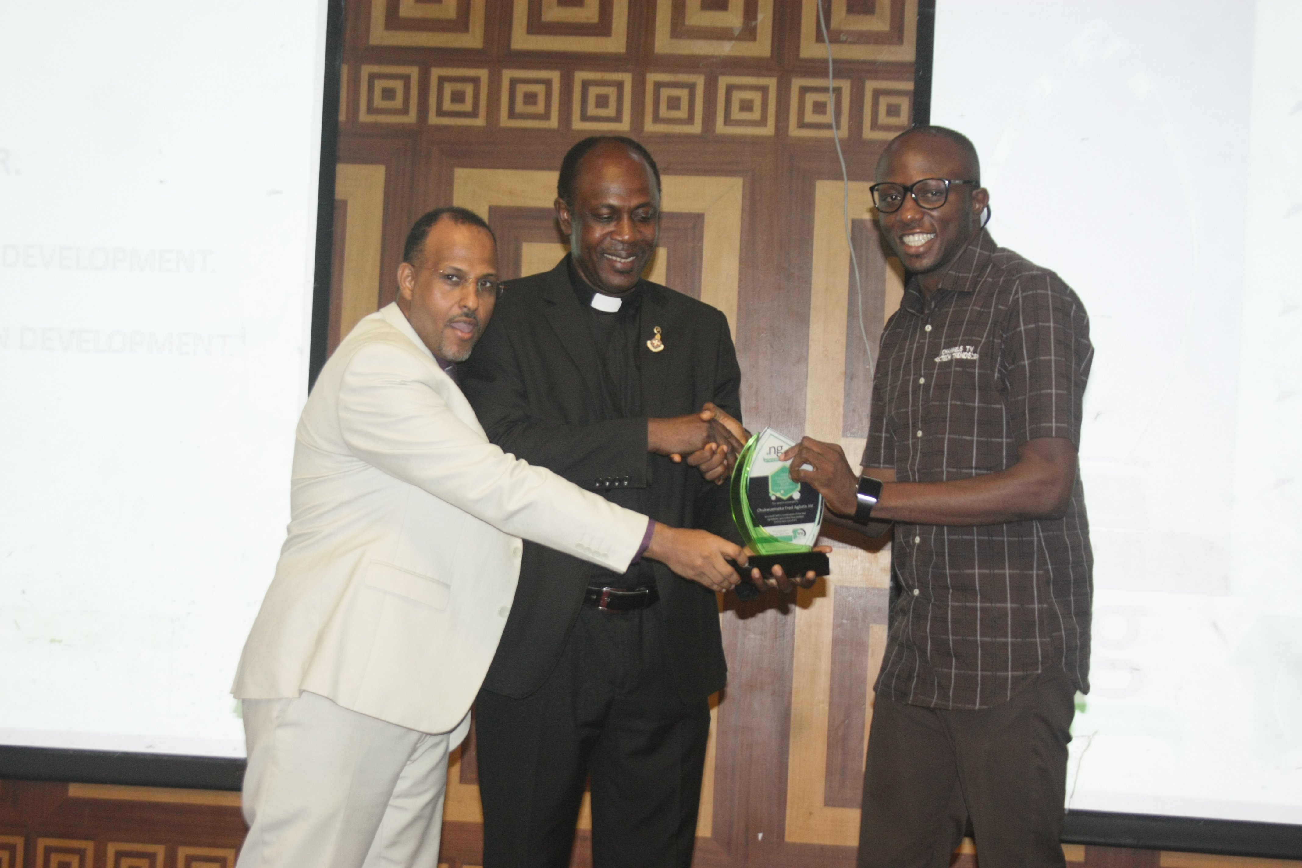 Chukwuemeka Fred Agbata, CFA, Receiving the Award at NIRA Presidential Awards 2016