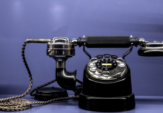 6 Phone Etiquette Tips for Tech Start-Ups Growth Hacking