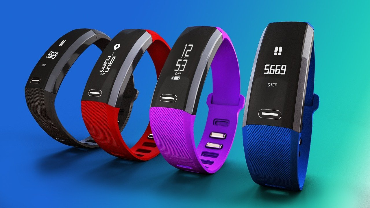 Fitness Tracker Has Heart rate monitor that lets you stay in form - one of the good things of trends and technology collision