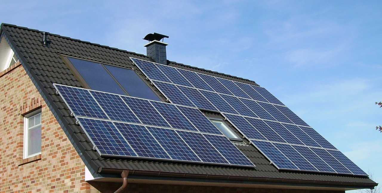 5 Reasons Why Solar Roofing Is More Profitable Than the Conventional Kind